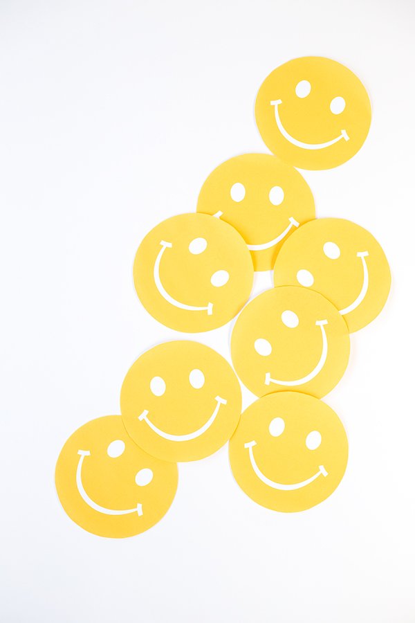 DIY Smiley Face Favor Pouches