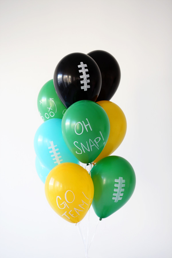 Three Quick Ways to Decorate Balloons for The Big Game