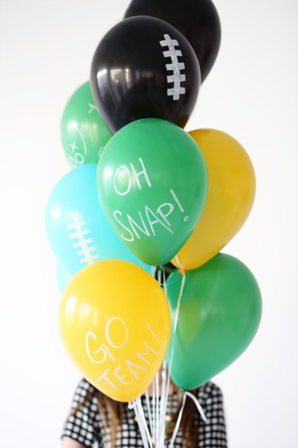 Three Quick Ways to Decorate Balloons for The Super Bowl