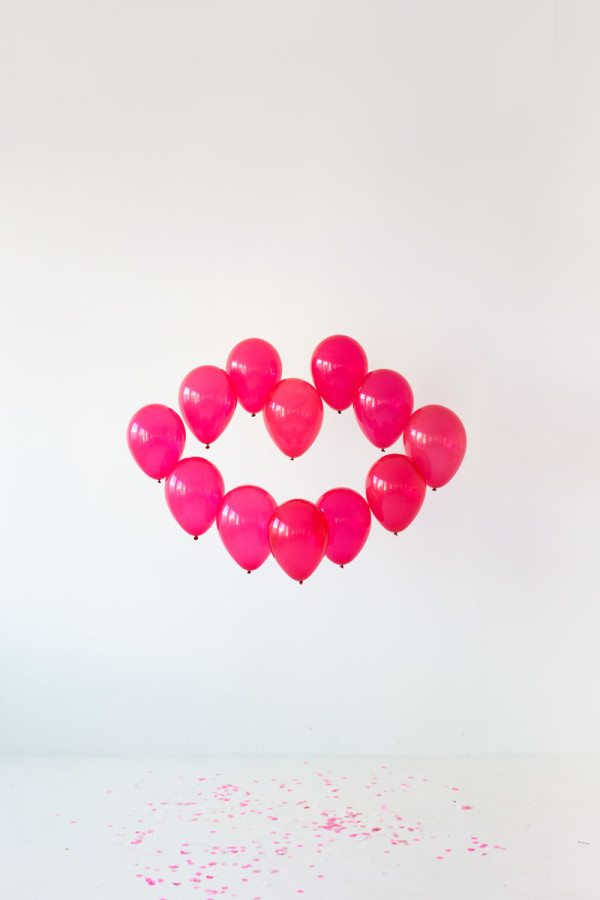 DIY Giant Balloon Kiss