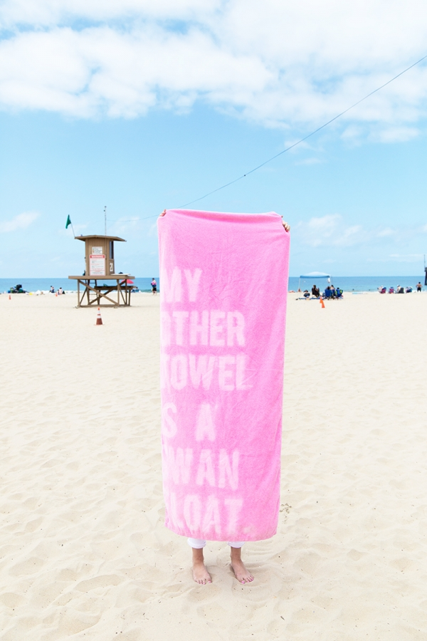 DIY Graphic Beach Towels | studiodiy.com