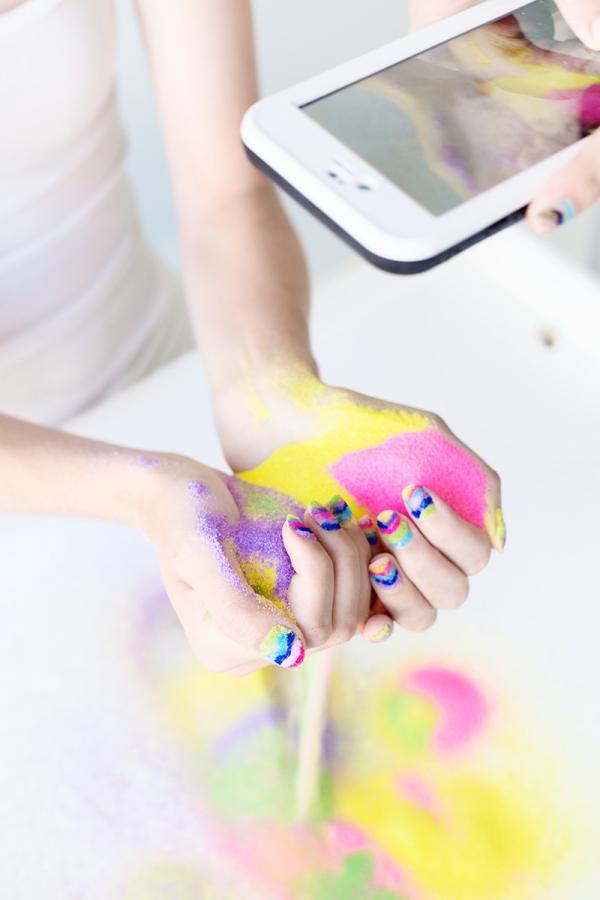 DIY Sand Art Manicure