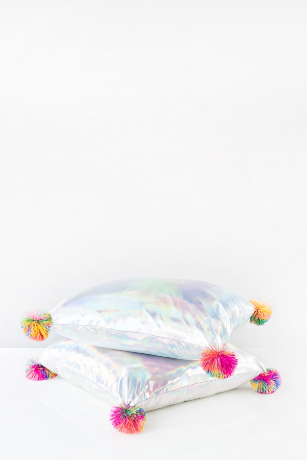 DIY Koosh Ball Pillows   studiodiy.com