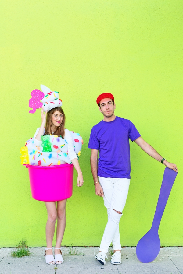 DIY Fro-yo and Fro-yo Guy Couples Costume | studiodiy.com