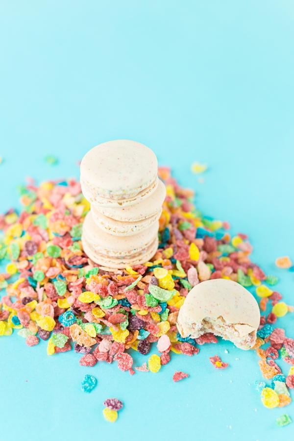 Fruity Pebbles Macarons | studiodiy.com