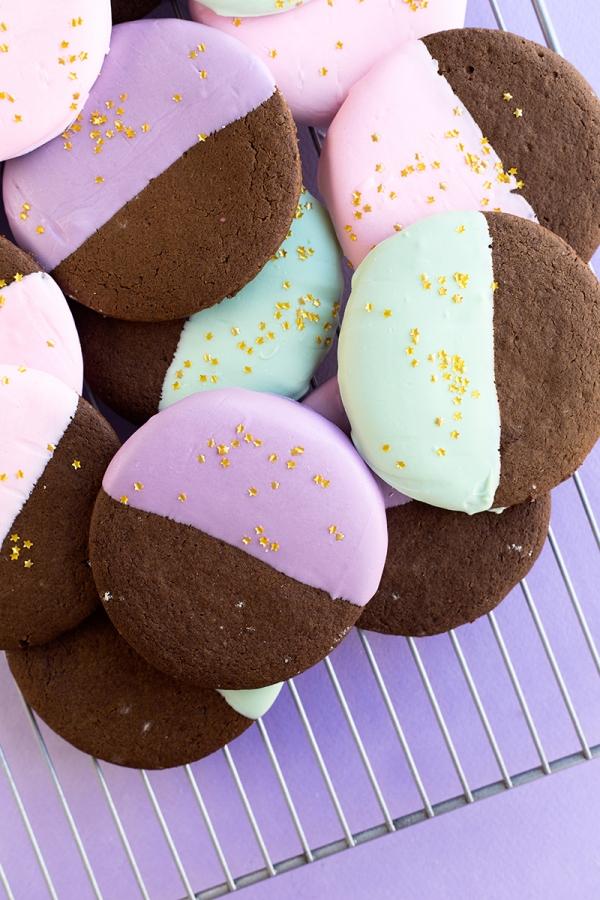 Color Dipped Gingerbread Cookies | studiodiy.com