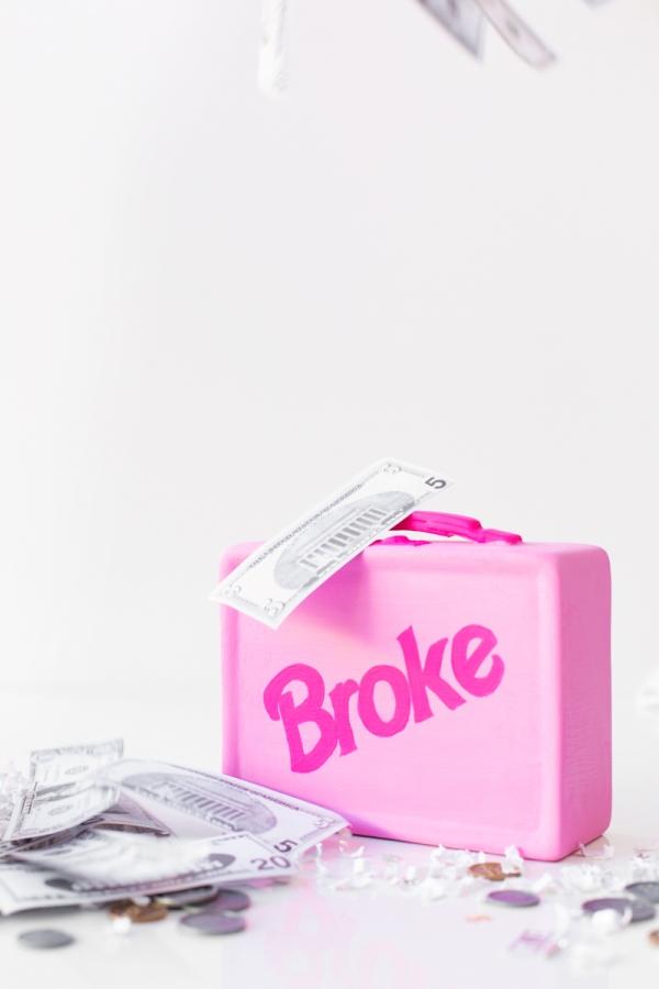 DIY Lunchbox Piggy Bank | studiodiy.com