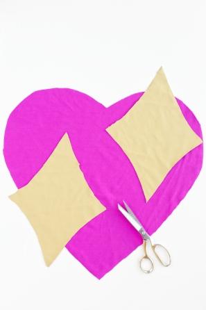 DIY Emoji Heart Pillow | studiodiy.com
