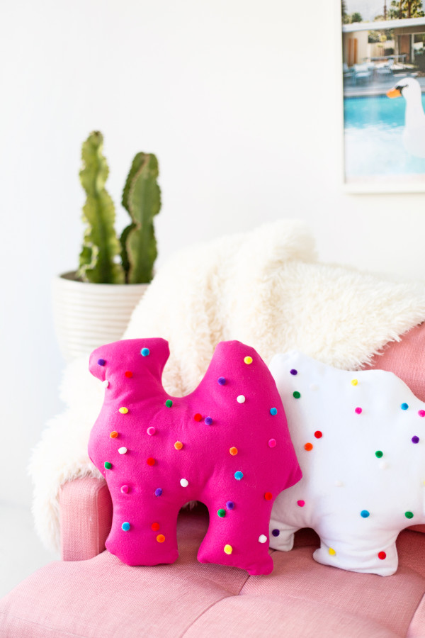 DIY Circus Animal Cookie Pillows | studiodiy.com