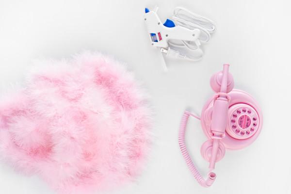 DIY Fuzzy Phone | studiodiy.com