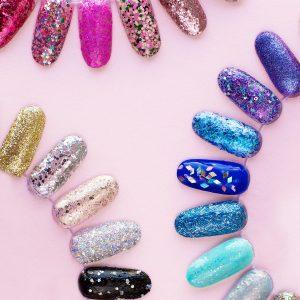 How To Remove Glitter Nail Polish (+ Our 30 Favorite Glitter Polishes!)