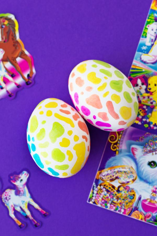 DIY Lisa Frank Easter Eggs | studiodiy.com