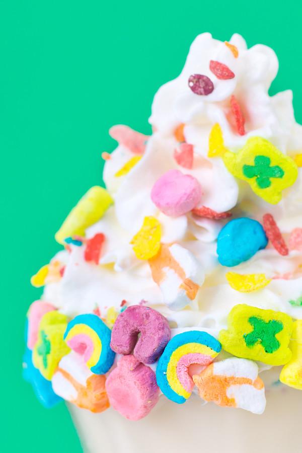 Rainbow Cereal Milkshake | studiodiy.com