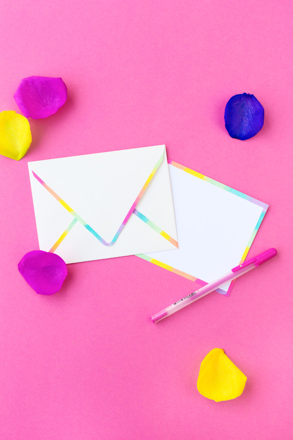DIY Rainbow Edge Stationery | studiodiy.com