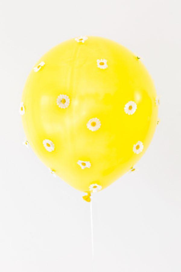 DIY Daisy Balloons | studiodiy.com