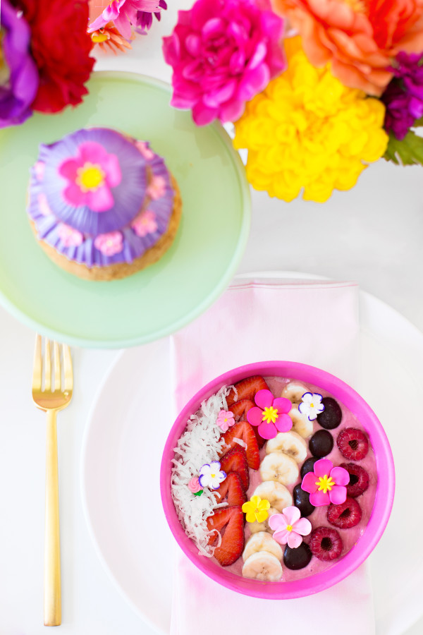 Flower Power Smoothie Bowls | studiodiy.com