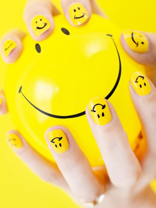 DIY Smiley Face Mani