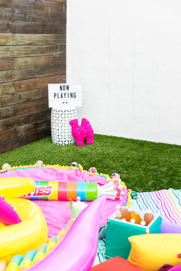 Have A Colorful Backyard Movie Night! | studiodiy.com
