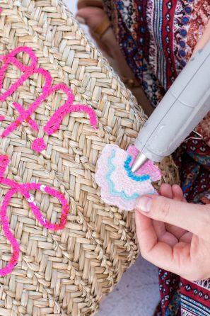 DIY Sequined Beach Bag | studiodiy.com