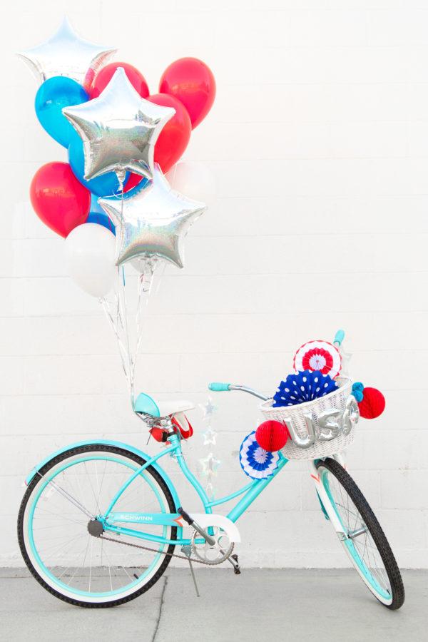 Fourth of July Balloon Bikes   studiodiy.com