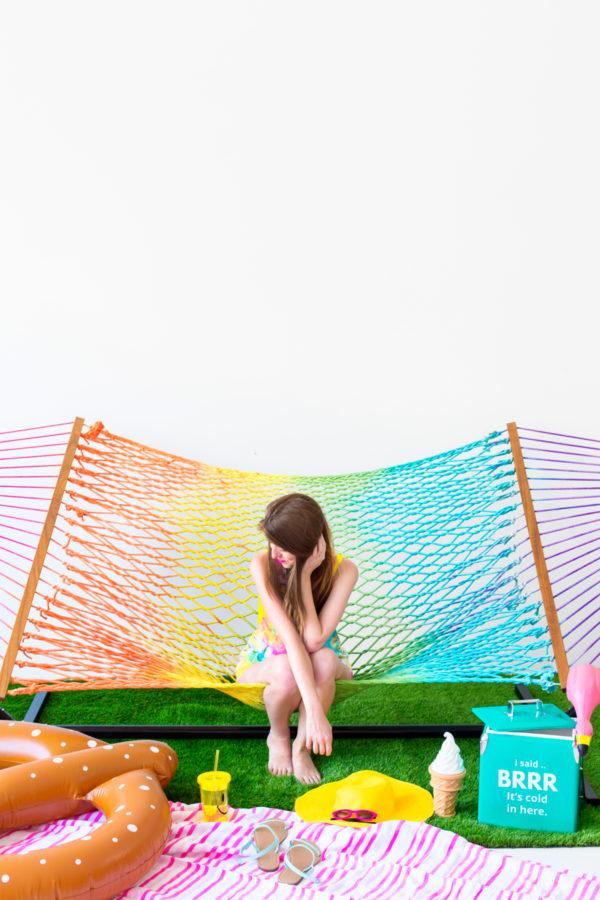 DIY Tie Dye Rainbow Hammock | studiodiy.com