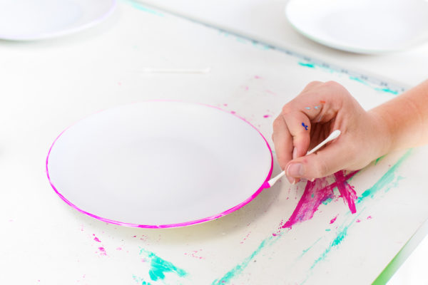 DIY Color Edged Plates | studiodiy.com