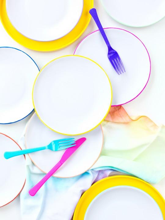 DIY Color-Edged Dessert Plates