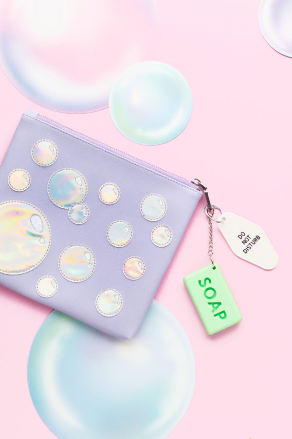 Holographic Bubble Clutch