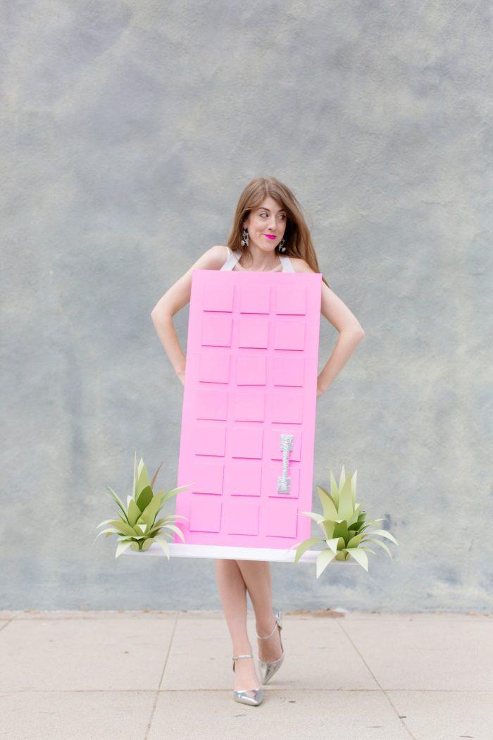 """DIY Palm Springs """"That Pink Door"""" Costume"""