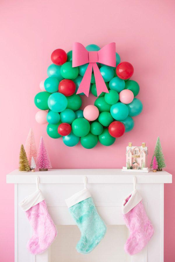 DIY Christmas Balloon Wreath
