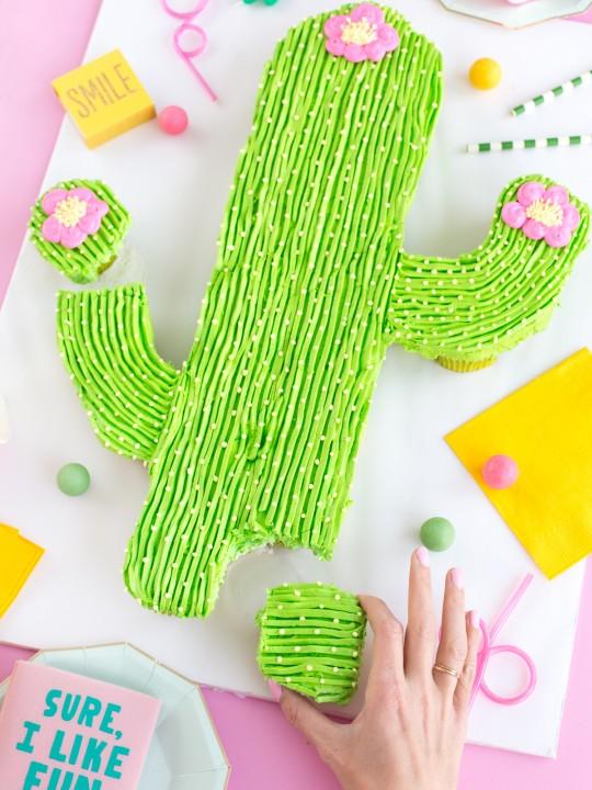 Cactus Pull-Apart Cupcake Cake
