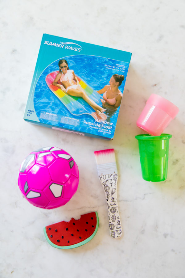 What to Pack for a Family Pool Day