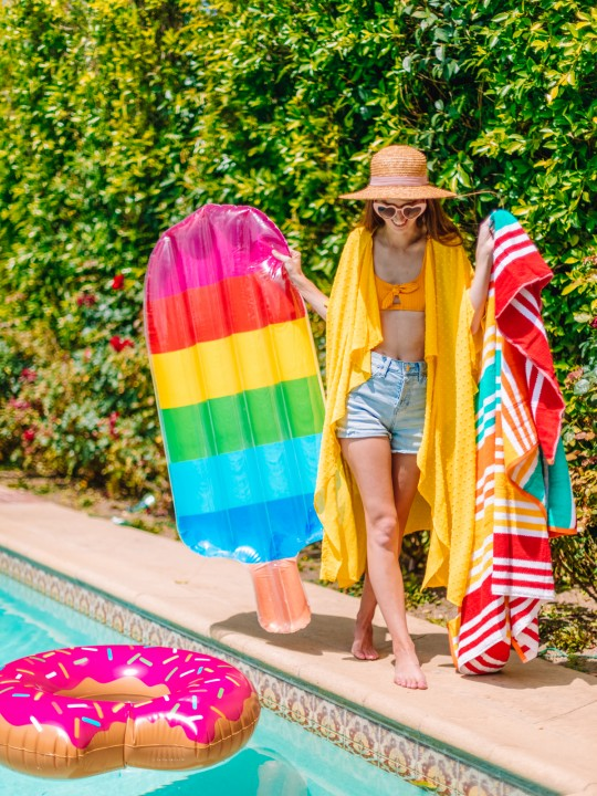 What To Pack For A Family Day at the Pool