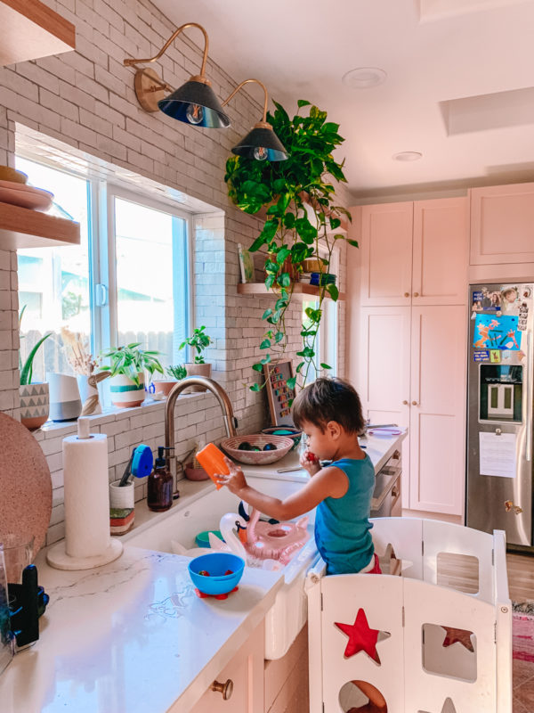 "Free Toddler Activities: ""Washing"" the Dishes"