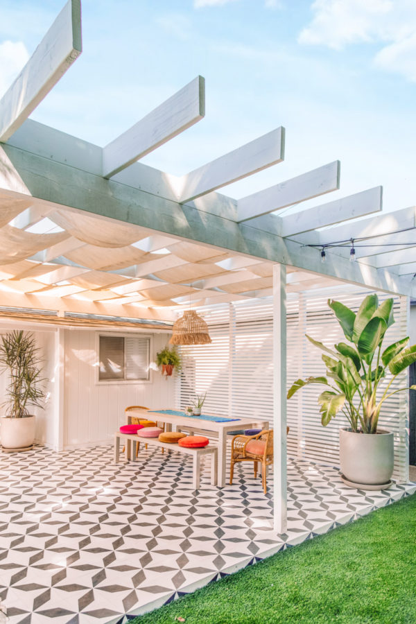 Modern Pergola Ideas for a Colorful Backyard