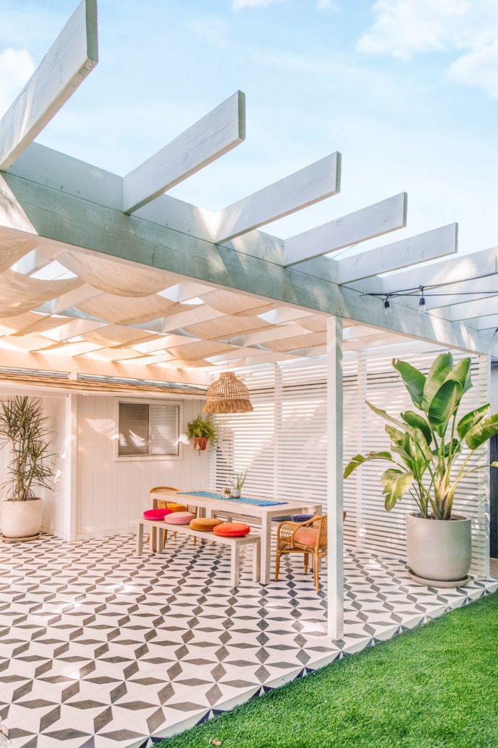Modern Pergola Ideas for a Colorful Backyard