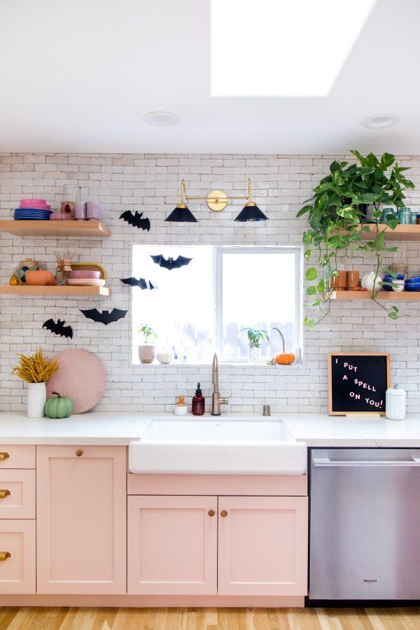 Halloween Home Tour - Halloween Kitchen Decor Ideas