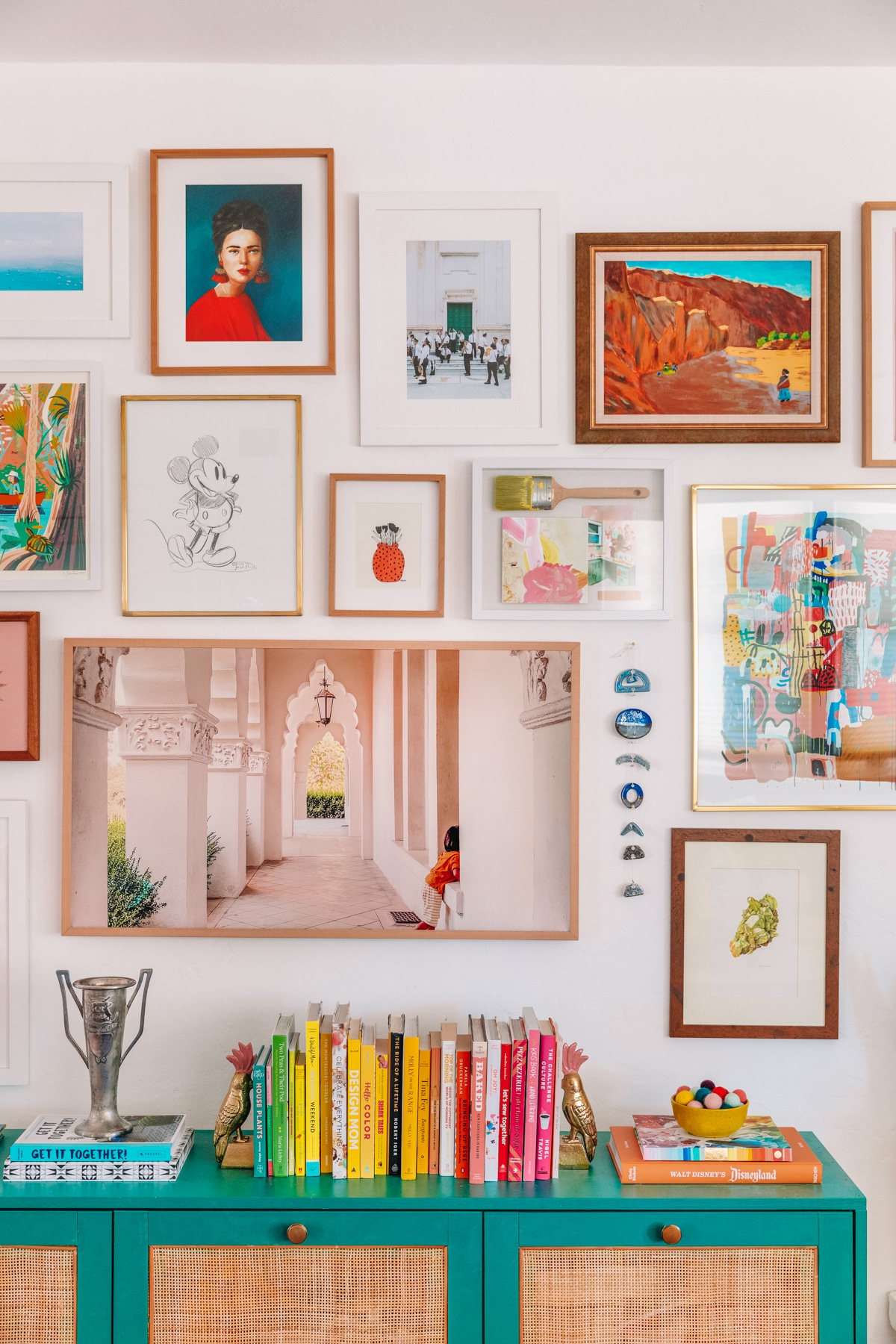 How To Make A Gallery Wall A Guide To Selecting Arranging Hanging Art Studio Diy