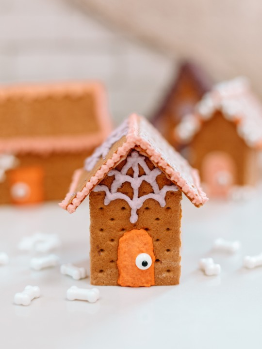 How To Make Edible Haunted Houses for Halloween