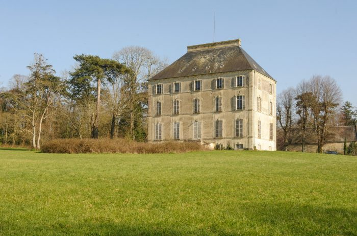 Fixer Chateau in Normandy France