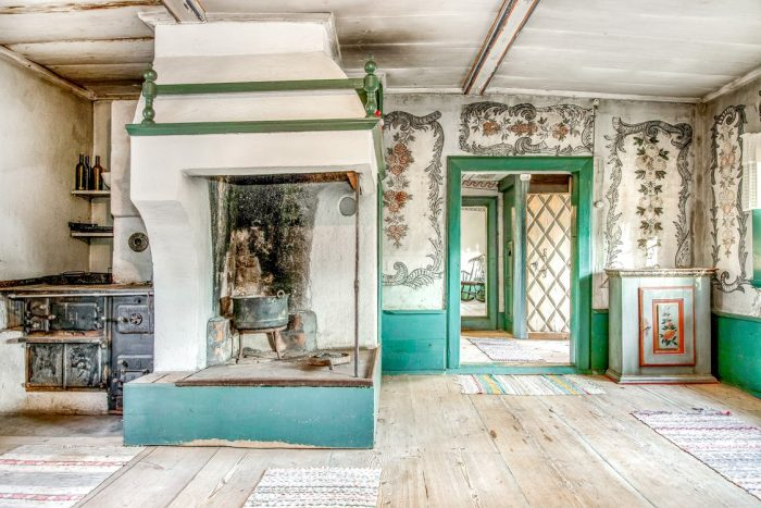Dwelling House in Sweden with 17th Century Murals