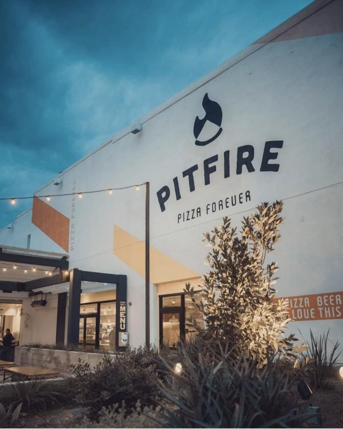 Pitfire Pizza outdoor patio in Los Angeles