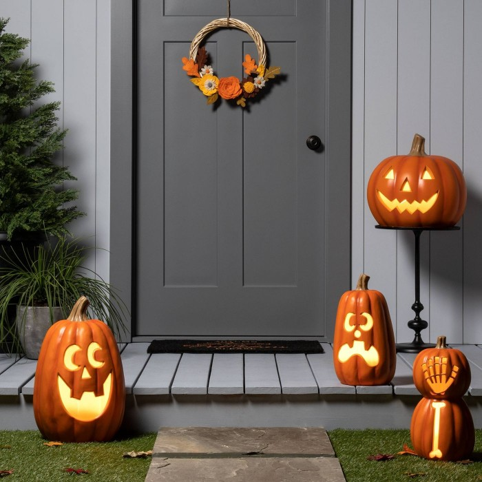 Outdoor Jack-o-Lanterns in front of a gray door