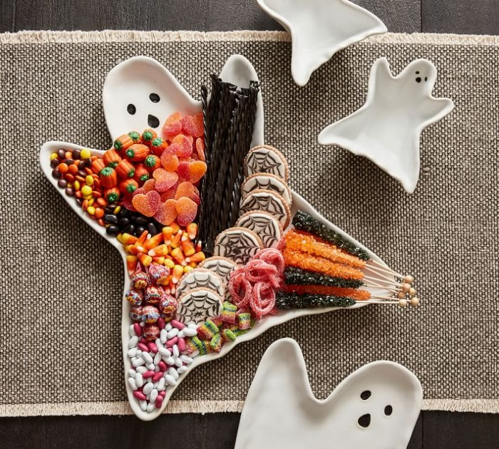 Ghost Serving Platter with candy